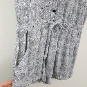 Old Navy Pants - Old Navy White & Black Print Romper w/ Pockets M
